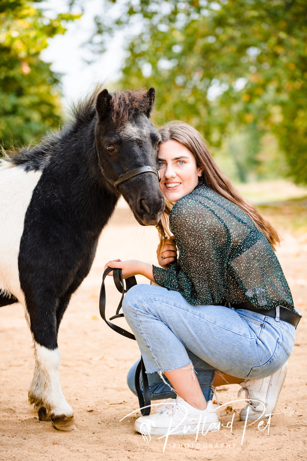 Eleanor Hall McAteer with her horse in london